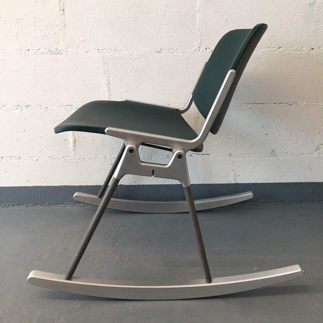 Chaise à bascule RIOH, cuir teinté