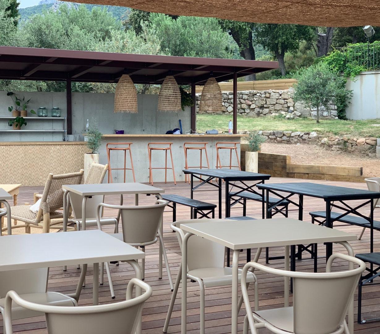 Chaises et tables 5008 - Adico